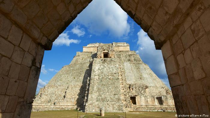 Mexico, Yucatan: Maya Pyramide (picture-alliance /Tuu)