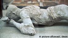 Italien, Pompeii: Skulptur die an den Ausbruch des Vesuv erinnert