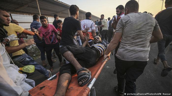 Ein Verletzter während einer Demonstration an der Grenze zu Israel Ende September