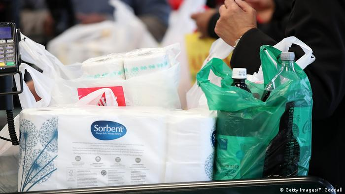 Bolsas de plástico en un supermercado