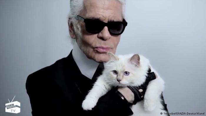 Screenshot Youtube - Karl Lagerfeld mit Katze Choupette