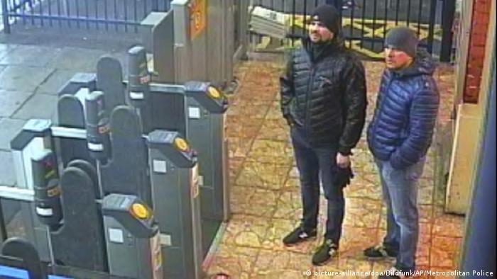 Александр Петров и Руслан Боширов в кадре с камеры наблюдения