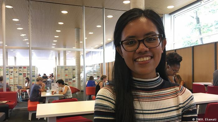 Putriana Hamka studiert Politikwissenschaft an der Uni Bonn (DW/A. Ekawati)