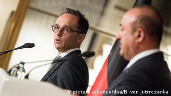 هایکو ماس (چپ) و مولود چاووشاوغلو، وزیران خارجه آلمان و ترکیه در نشستی خبری در آنکار در روز چهارشنبه (۵ سپتامبر / ۱۴ شهریور)