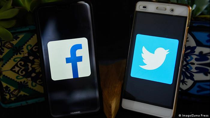 Smartphones mit Facebook and Twitter Logos (Imago/Zuma Press)