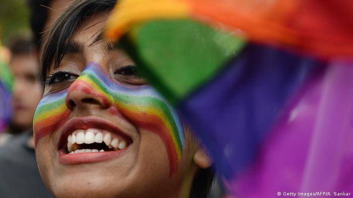 Aceitação dos gays na conservadora sociedade indiana aumenta gradativamente, principalmente nas grandes cidades