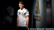 Deutschland, Berlin: DFB-Praesentation des neuen adidas-Trikots mit Mesut Özil