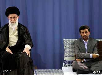 احمدینژاد میگوید که هیچکس بالاتر از قانون اساسی نیست. طیفهایی از اصولگرایان ولی فقیه  را بالاتر از قانون اساسی میداننند