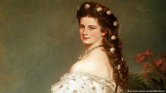 Porträt von Kaiserin Sissi mit Ornamenten im Haar.