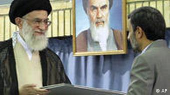 محمود احمدینژاد، رییسجمهور مورد تایید آیتالله خامنهای، رهبر جمهوری اسلامی