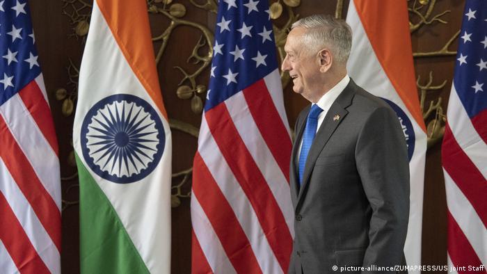 جیمز متیس، وزیر دفاع آمریکا و سفر به هند. او با وزیر امور خارجه آمریکا، مایک پمپئو با مسئولان هند دیدار و گفتوگو کردند.