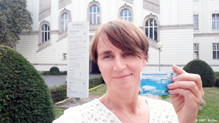 Tamsin Walker holding her Organ Donor card