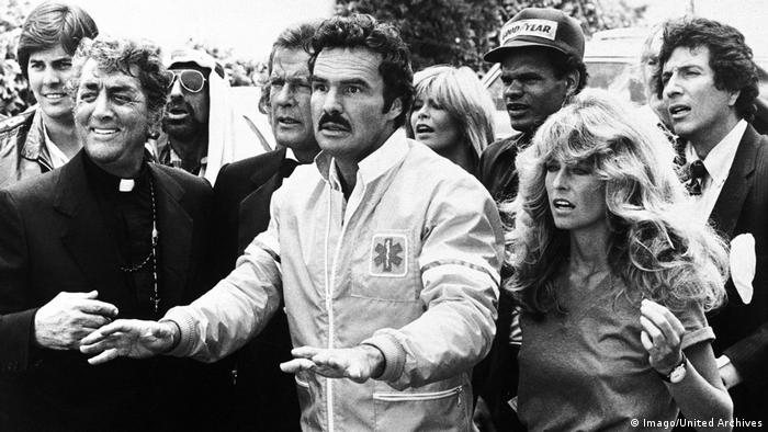 Dean Martin, Roger Moore, Burt Reynolds and Farrah Fawcett in The Cannonball Run, 1981 (Imago/United Archives)