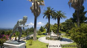 Οι κήποι του «Αχίλλειου» στην Κέρκυρα, του θερινού ανακτόρου της αυτοκράτειρας Σίσσυς