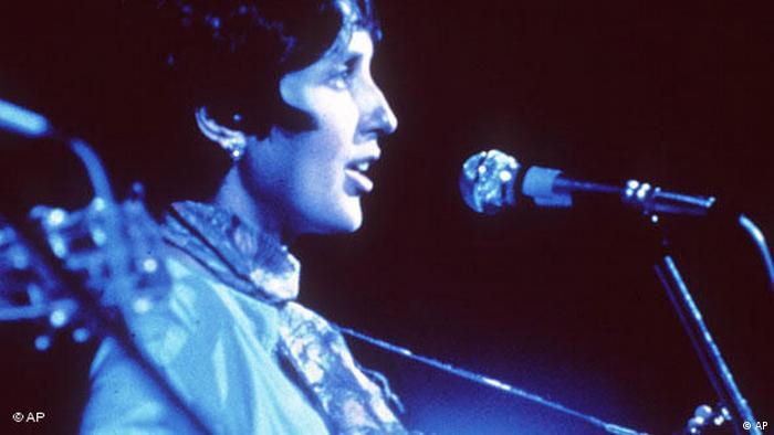 Joan Baez at the Woodstock Festival (AP)