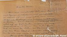 ARCHIV - 14.08.2018,Bayern, München: Die jüdische Gemeinde in München hat einen Brief von Albert Einstein (1879-1955) entdeckt. Bei dem Schreiben handelt es sich um einen Glückwunsch Einsteins an den jüdischen Wirtschaftswissenschaftler Julius Hirsch. (zu dpa «Jüdische Gemeinde in München findet Einstein-Brief» vom 06.09.2018) Foto: Marina Maisel +++ dpa-Bildfunk +++ | Verwendung weltweit