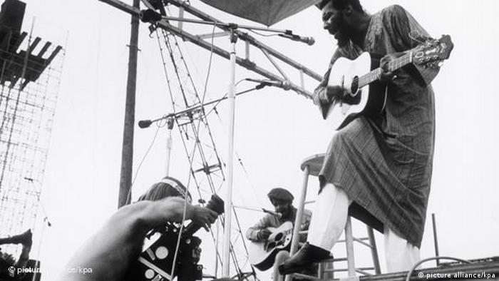 Richie Havens beim Woodstock Festival (picture alliance/kpa)