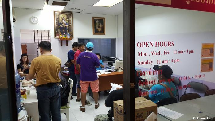 Kontaktbüro Thai Office Migranten Singapur (Simon Peth)