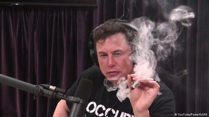Screenshot from the Joe Rogan Experience podcast, with Elon Musk smoking marijuana
