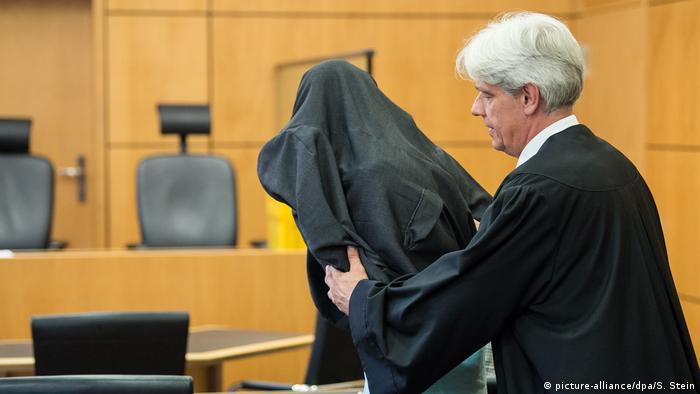 Deutschland Prozess nach Messerangriff auf 17-Jährige (picture-alliance/dpa/S. Stein)