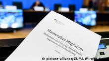 Deutschland Berlin Horst Seehofer präsentiert Masterplan Migration