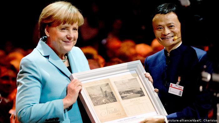 Deutschland Hannover Angela Merkel und Jack Ma auf der CeBIT