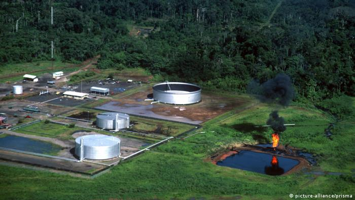Planta Texaco de extracción de petróleo en la selva amazónica del Ecuador.