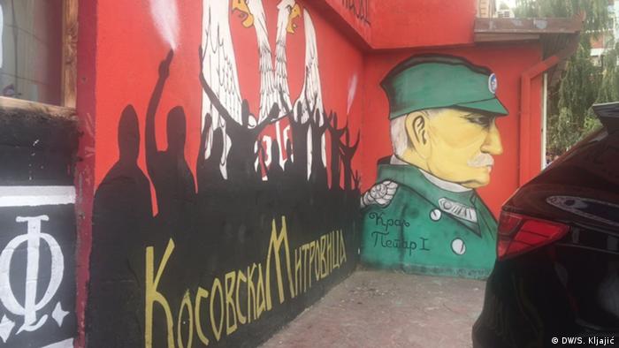 Mural u Kosovskoj Mitrovici s dvoglavim srpskim orlom
