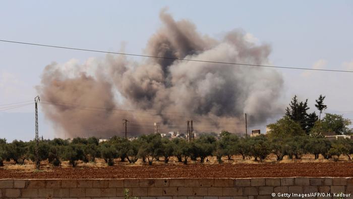Suriye rejim güçleri İdlib'e hava saldırısı düzenledi (8 Eylül 2018'den arşiv görüntü)