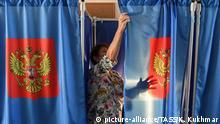 Russland Wahllokal vor Gouverneurswahlen Region Nowosibirsk