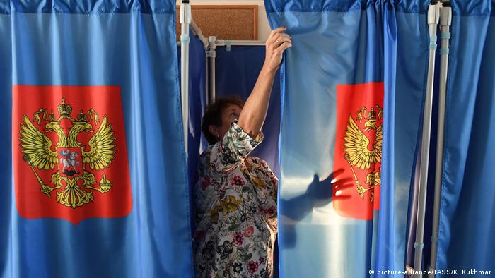 A voting booth at a polling station ahead of the Novosibirsk Region's gubernatorial election