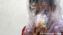 Syrien Junge mit improvisierter Gasmaske in Idlib