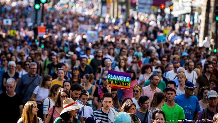 Frankreich Protestmarsch gegen Klimawandel in Paris (picture-alliance/Zumapress/S. Souici)