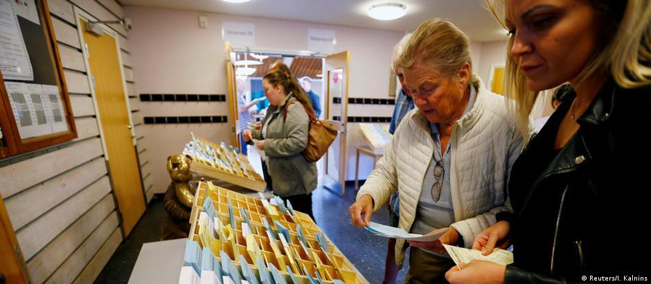 Local de votação em Estocolmo: eleitores escolhem nova composição do Parlamento