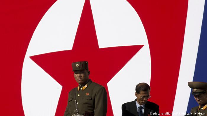 Nordkorea Militärparade zum 70. Jahrestag der Staatsgründung (picture-alliance/AP Photo/N. H. Guan)