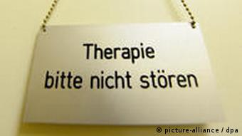 табличка на двери: терапия, просьба не мешать
