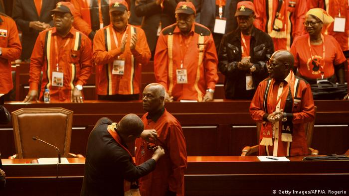 ANGOLA Rücktritt Jose Eduardo Dos Santos von Vorsitz MPLA