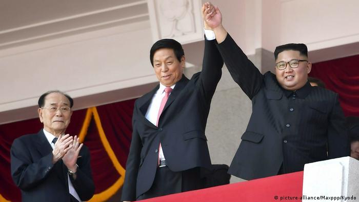 Nordkorea Militärparade zum 70. Jahrestag der Staatsgründung (picture-alliance/Maxppp/Kyodo)