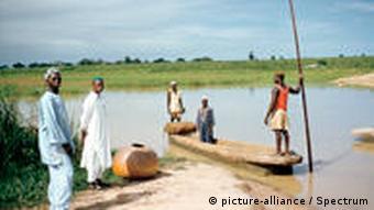 Kanu auf Fluss Nigeria
