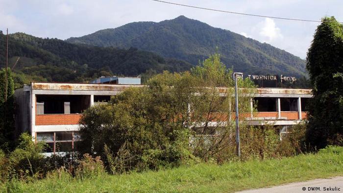 Ruinele clădirii companiei Feros din Srebrenica. Înainte de război, aici se făceau frâne pentru mașini