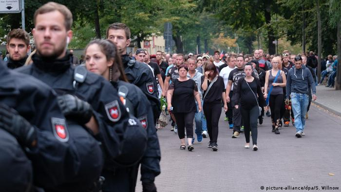 Deutschland Trauerzug in Köthen (picture-alliance/dpa/S. Willnow)