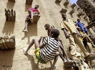 Children playing at the mosque of Djenne town. Photo by Hilger (LAIF).