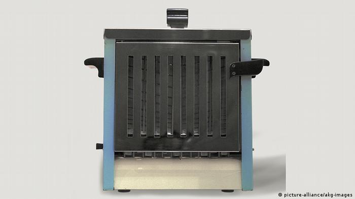 A toaster from the 1950s
