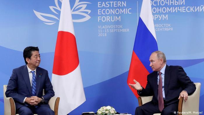 Владимир Путин и Синдзо Абэ на встрече во Владивостоке, 10 сентября 2018 года