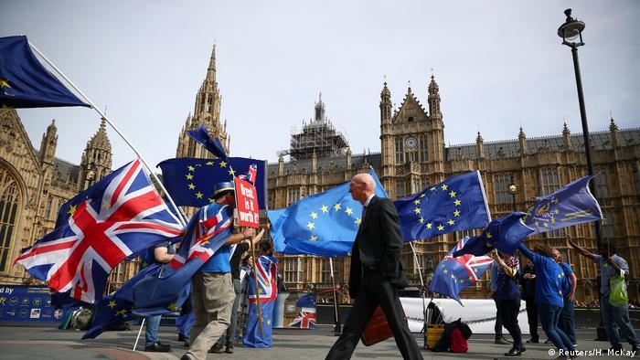 Демонстранты с флагами ЕС и Великобритании в Лондоне (фото из архива)