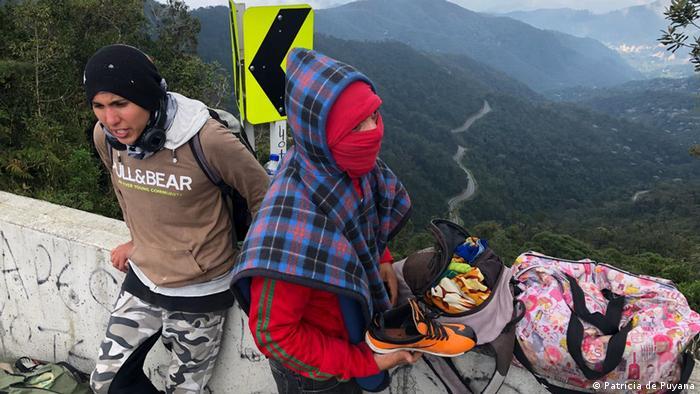 La ONG Entre dos Tierras busca coordinar la ayuda voluntaria y espontánea de lugareños y viajeros, para que no sea solo puntual sino permamente.