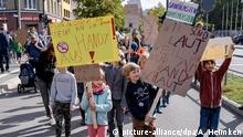 Bildergalerie: Deutschland, Hamburg Kinderdemo Spielt mit mir! Nicht mit euren Handys