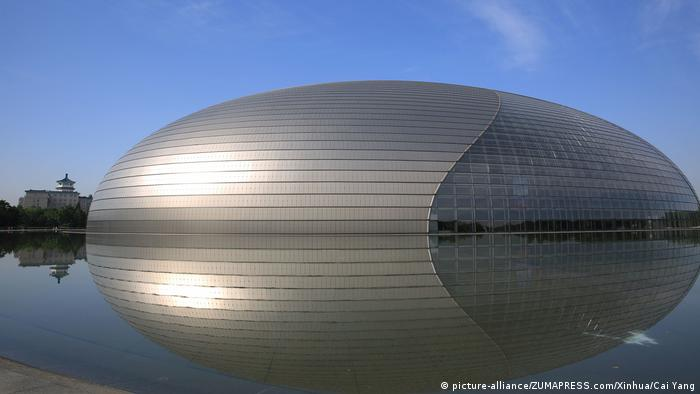 China Nationaltheater in Peking (picture-alliance/ZUMAPRESS.com/Xinhua/Cai Yang)