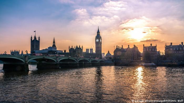 بالا آمدن سطح آبها برای کلانشهرهایی که در مجاورت دریا یا رودخانه قرار دارند، مانند کلانشهر لندن، دردسرساز خواهد شد. حتی در پایتخت بریتانیا، خطر طغیان رودخانه پیشبینی شده است.