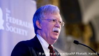 USA | Sicherheitsberater Bolton droht dem Internationalen Strafgerichtshof (picture-alliance/dpa/AP Photo/A. Harnik)